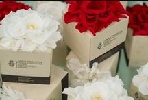 """Wedding Favours - Bomboniere Anna Paghera / La """"pozione"""" preferita, scelta fra le 8 della linea e confezionata con un """"abito vegetale"""" che riveste la Gift Box, diventa il dono profumato per le occasioni speciali: nascita, prima comunione, cresima, compleanno, festa di laurea, matrimonio, anniversari... Vestiti vegetali di petali di rose rosso rubino o bianco candido sono l'inedito packaging vegetale che personalizza il dono, legando per sempre il ricordo, insieme al potere evocativo del profumo, alla memoria olfattiva di ogni ospite."""