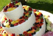 "Il Partycolare: Wedding Cakes / Wedding cakes: flat, white or colored cakes, small or embroidered, traditional or ""American"", there is something for everyone."