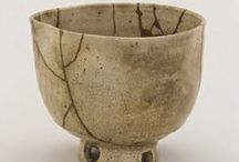kintsugi 金继 / El arte de la reparación. Kintsukuroi or kintsugi is the art of healing broken pottery with lacquer and silver or gold. The philosophy behind this reparation is that something should not be discarded just because it is broken. It is in fact more beautiful for having been broken.
