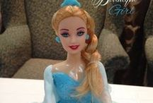 Queen Elsa Cakes / the Snow Queen makes her way on sweets and delicious goodies