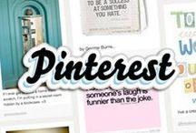 Pinterest CV (ga aan de slag) / Pinterest is een online prikbord waar je plaatjes/informatie/filmpjes kunt delen. Deze noemen ze 'Pins'. 'Pins' staan op 'Bords'. Een 'Bord' moet je zien als een album met een specifiek thema. Je bent nu in het Bord 'hoe werkt pinterest'. De plaatjes hieronder zijn de Pins. Zie je een interessante plaatje dan kan je er op klikken. Gaat het plaatje over een artikel of filmpje? Klik dan nog een keer op het plaatje. Dan kom je terecht op de website en kan je het betreffende artikel/filmpje zien.
