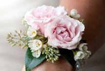 Wedding Corsages / Beautiful wedding corsage inspiration for brides. Should you go with a graceful wrist corsage, or a sweet pinned one? Lots of ideas to spark your bridal imagination here! DIY corsages are totally doable :)