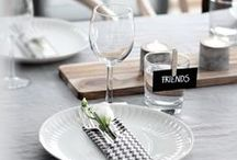 Table Setting Ideas / Our favourite beautiful floral place settings and stylish tablescapes ideas for quaint breakfasts, festive parties, cosy dinners, wedding tables and lunches in the garden.