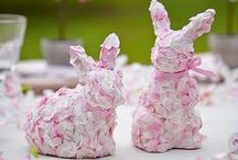 Happy Easter / Celebrating Easter with Spring tablesettings, Easter egg decorations, wreaths, bunnies and Easter flowers!