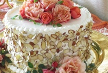 CAKES:  MULTI - LAYER / CLASSIC / by Linda Bloise