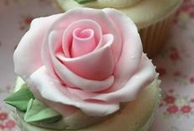 CAKES: CUPCAKES / by Linda Bloise