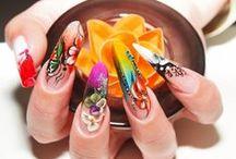 Unghii de primăvară / Primăvara aceasta, alege să porți unghii vesele și colorate, care îți vor aduce un plus de feminitate. Inspiră-te din modelele propuse de noi!