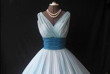 Rochia de banchet / Știm cât e de important pentru tinere acest moment. Selectăm cele mai inedite și inspirate rochii pe care le poți purta la banchet.