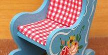 Malovaný nábytek pro panenky