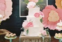 In Full Bloom / Fresh flowers and handmade sugar flowers add a beautiful touch to any cake.