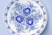 Sinivalkoista posliinia/keramiikkaa - Blue-and-White China and Cheramics