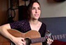Emilie Bouchereau / Emilie Bouchereau est une chanteuse, auteur-compositeur-interprètre et guitariste. Elle est la fille de Béatrice Agenin