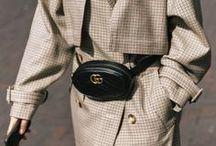 Trend: Belt Bags / Belt Bags schmücken aktuell jede modebewusste Frau und sehen nicht nur unheimlich schick aus, sondern sind auch noch total praktisch. Die schönsten Looks und Modelle der ehemaligen Bauchtasche findet ihr hier.