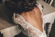 Vintage & Boho Brautkleider / Die schönsten Vintage und Boho Brautkleider mit fließenden Stoffen, viel Spitze, Tüll, Rückenausschnitten und Ärmeln.