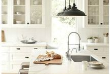 Farmhouse Style / Get inspired by these beautiful farmhouse style interiors, featuring plenty of neutral color palettes, rustic wood tones and fixer upper style.