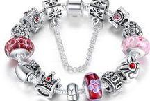 Bigiotteria bellissima ,alla moda, girls - ON SALE - / Collane, orecchini, bracciali, firmati e non di gran moda a piccoli prezzi