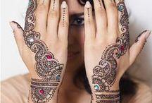 """Mehndi / Palabra en sánscrito que hace referencia a las costumbres védicas, provenientes del hinduísmo, que  pretenden ser una representación simbólica de lo exterior y lo interior, y se centran alrededor de la idea de """"despertar la luz interior"""". Forma de arte ceremonial que surgió en la antigua Asia del sur. Recopilaré mi visión de lo que se llaman artes védicas,  la más conocida es Mehandi o Henna que es una forma temporal de decoración de la piel a modo de tatuaje."""
