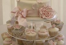 Cupcakes & cakes  / by Carolina Franco