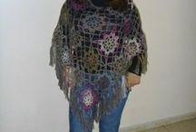 Meus trabalhos - Ponchos, pelerines e xales. / Ponchos, pelerines e xales confeccionados por mim em tricô e crochê.