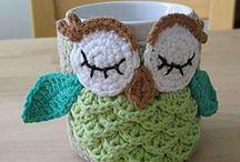 Pequenos mimos em crochê / Peças confeccionadas em crochê como: porta sachê, chaveiros, apliques, porta celular, etc.