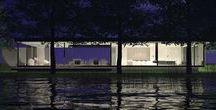 Pavilhão Jardim das Palmeiras / Amplo pavilhão à beira do lago, onde se contempla a natureza exposta por todas as partes. Reuniões, festas, lazer e cinema se distribuem ao longo de um extenso e abrigado terraço em meio à natureza.
