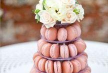 Macarons Cake / Традиционное французское печенье. Маленькие круглые пирожные с кремовой начинкой, разноцветные конфетти с оригинальными вкусами.