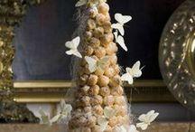 Крокембуш / Крокембуш - высокий многоярусный торт в форме конуса, состоящий из мелкой хрустящей выпечки и сладостей, глазированных сахарным сиропом.