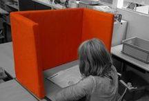 Inrichting klaslokaal / Frisse, robuuste meubels voor in een klaslokaal vindt u bij Multi Ratio.