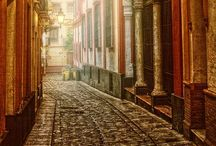 passages, streets, back roads... / best way to know the cities and towns; walk through the back streets