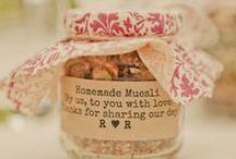 Lembrancinhas de Casamento / Lembrancinhas de casamento criativas para você se inspirar. Isso inclui lembrança de madrinhas e padrinhos, damas e pajens, convidados e mães dos noivos <3