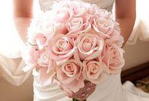 Buquê de noiva / Tendências de buquês para noivas de todos os estilos. Confira e arrase em seu casamento! Veja mais em: http://revista.casare.me/category/bouquet-da-noiva/
