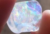 Crystals / Feel like a gazza ladra.