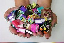 DIY: carton, papel y cartulina / *Cartulina *Cartón: cajas, tubos cilíndricos (de papel de cocina o papel higiénico), cajas de cerillas, hueveras *Papel: periódicos y revistas, serpentinas, papeles viejos