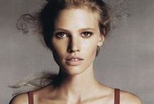 Modle - L (Lara Stone) / Lara Stone is no. 10 highest-paid model of 2013. $3.2 million The Dutch model holds a lucrative exclusive deal with Calvin Klein, though her earnings fell from $3.8 million last year owing to the birth of her son in May 2013.
