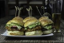 Burgers / Recipes for meat and vege burgers. Try it all!