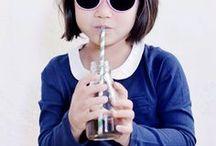 ☼ Ki ET LA SS.16 ☼ / Ki ET LA dévoile sa collection printemps-été 2016 ! Une collection résolument pétillante et impertinente pensée pour protéger les tout-petits…   A l'honneur, – Le Kapel anti-UV, un chapeau haute protection UPF50+, réversible qui se décline en 5 imprimés très tendance,  – Les solaires INKASSABL' et leurs 4 coloris inédits : émeraude, corail, tropical, orange sunset et violet, une palette haute en couleurs pour un été très looké.  Photographe : Julie Coustarot