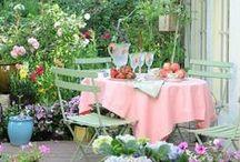 Jídelna na zahradě / Dining In Garden