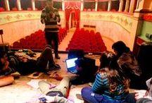 """Teatro / """"Benvenuti a teatro, dove tutto è finto ma niente è falso."""" [Gigi Proietti]"""