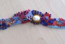 Sieraden | HeyLeuk / HeyLeuk zijn handgemaakte sieraden door José Vriens. Vanwaar die naam? Als je iets nieuws hebt, kleding, sieraden, wil je graag horen dat het leuk is, dat het leuk staat. Hey, leuk! Een veelgehoorde uitroep, dus een naam die past bij een webwinkel waar je leuke sieraden kunt vinden.