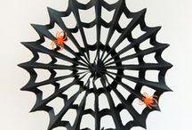 Paper Halloween Decorations / Paper Decor ideas for Halloween | Cats, bats, pumpkins and spiderwebs!