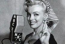 La belle Marilyn / Marilyn Monroe au naturel avec des photos les moins connues. Tellement belle et nostalgique. Avec celles également une coupe à la main  !
