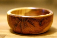 Our products / Wooden bowls, platters, spinning tops and chopping boards largely crafted from Northamptonshire wood.