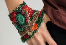 Artisan Mothers Unite / A collection of art jewelry, crafts and unique creations by mothers from around the world.