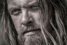 Long haired men!!!! >.<