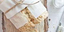Brot und Brötchen selber backen / Brot selber backen ist gar nicht schwer. Hier findet ihr alle Rezepte und Ideen rund um das Thema Brot backen. Vom schnellen einfachen Brötchen über selbstgemachte Brezeln oder leckeres Zupfbrot für die nächste Grillparty. Nicht nur der klassische Sauerteig, sondern auch glutenfreies und veganes Brot findet ihr hier. Ich pinne alles was als Brot oder Brötchen daher kommt :)