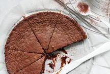 Rezepte: Schokolade || Chocolate recipes / Für alle Schokoholics: Schokolade im Nachtisch oder zum Frühstück. Im Kuchen oder in der Torte. Als Kekse oder im Eis. Hier findet ihr alle Rezepte mit der Zutat Schokolade. Vielleicht wollt ihr aber auch euere eigene Schokolade selber machen? Dann seid ihr hier genau richtig.