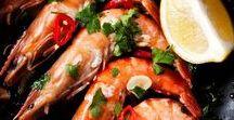 Rezepte: Fisch und Meeresfrüchte || Seafood / Einfach und gesund. In der Pfanne oder auf dem Grill, eingewickelt in Alufolie im Ofen oder einfach als Curry, mit Reis oder paniert. Fisch kann vielseitig zubereitet werden. Doch hier findet  ihr nicht nur Rezepte für Lachs, Kabeljau, Forelle, Seelachs und Co, sondern auch alle Arten von Krustentieren und Meeresfrüchten.