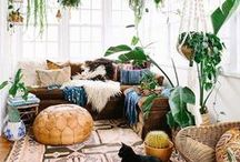 Design Trend - Jungalow / The interior design style of Jungalow, jungle style plants, seventies retro bungalow looks with boho touches, macrame, ethnic fabrics, exotic style and more.