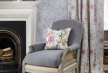 Curtains for grey walls / What curtains go with grey walls? Curtains or blinds for your living room or bedroom on-trend grey walls. Ideas and colours and fabrics for your room and home scheme, style and design.