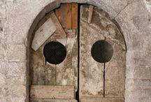 Doors & Door knockers / by Jan Allan